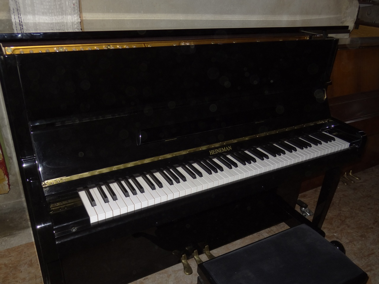 Piano droit heineman 2200 la note sensible - Marque de piano francais ...