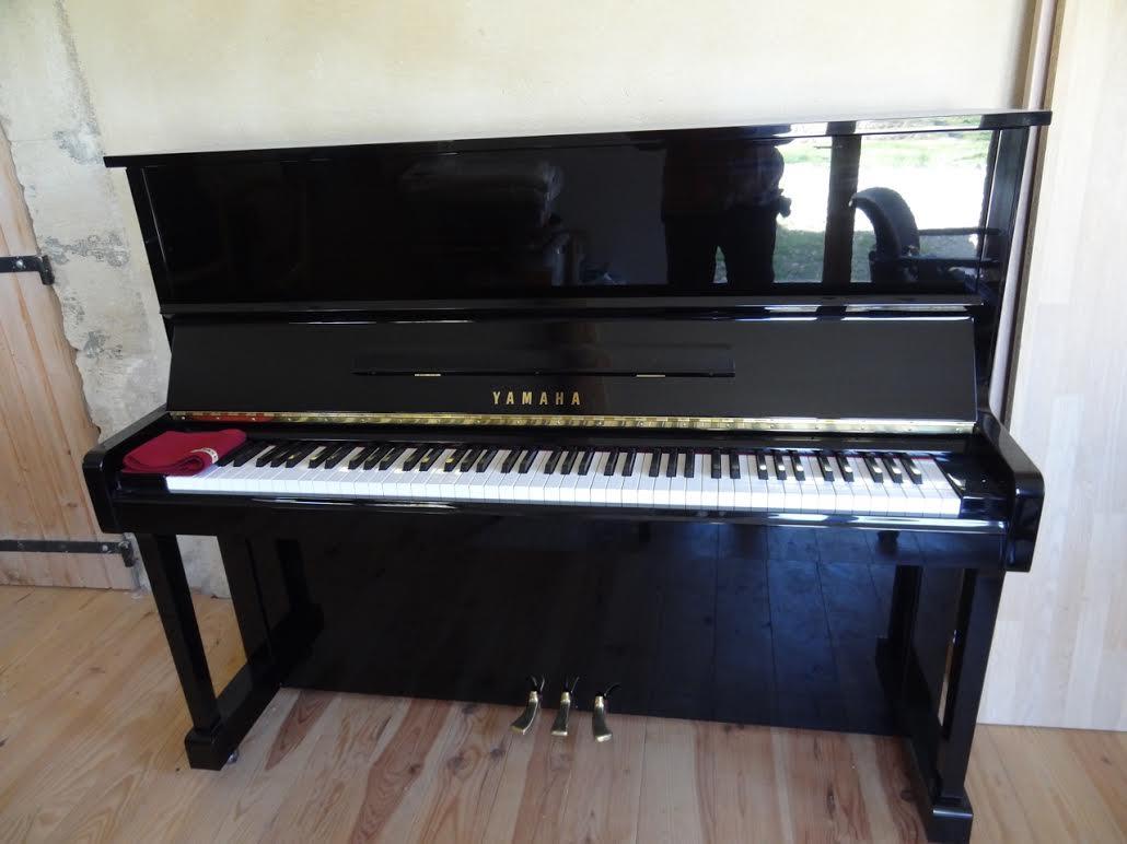 acheter un piano droit yamaha u10 4600 euros la note. Black Bedroom Furniture Sets. Home Design Ideas